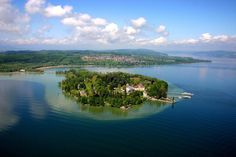 Insel Mainau, Bodensee, Germany- Another favorite flower destination of mine. A very beautiful place with an awesome view around Lake Constance. Parks In Deutschland, Barge Holidays, Beautiful World, Beautiful Places, Beautiful Scenery, Lago Baikal, Ontario, Cycling Holiday, Largest Countries