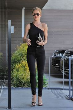 Rosie Huntington-Whiteley Wears Chick Black Outfit for Mid-Week Meeting: Photo Rosie Huntington-Whiteley arrives at her office for a meeting on Thursday (June in West Hollywood, Calif. The model went chic and classic by wearing… Fashion Week, Look Fashion, Autumn Fashion, Net Fashion, College Fashion, Curvy Fashion, Street Fashion, Fashion Trends, Rosie Huntington Whiteley