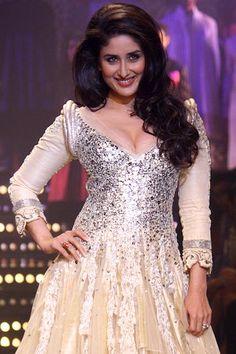 Indian Actor Kareena Kapoor looks resplendent in @ManishMalhotra1's http://www.manishmalhotra.in/ Brilliant @LakmeFashionWk http://www.lakmefashionweek.co.in/?main_page=designers ShowStopper: sparkling champagne-silver opulent Silk Gown/Kalidar