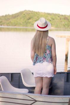 Elaine Zanol com chapéu Panamá