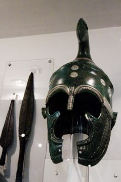 Sofia_-_Unique_Tracian_Helmet_from_Bronze_and_Silver.jpg