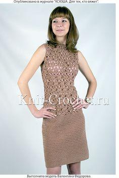 Связанное крючком платье со вставкой из ажурных мотивов 46-48 размера.