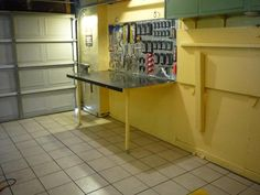 fold-up work bench http://media-cache-ec0.pinimg.com/originals/67/ca/bb/67cabb7578bf9ac6b10975f858e7938c.jpg