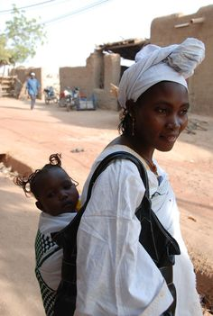 Africa |  Portrait of a mother with her baby daughter, Djenne. Mali | © Jean-Louis Potier