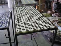 Mesas altas de forja para hosteleria. Tapa de ceramica. #hosteleria #instalaciones #forja www.fustaiferro.com