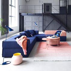 Modulárny nábytkový systém Trio od Cor, prvá verzia bola pravdepodobne vynájdená v roku 1972 s návrhom tímu v spoločnosti Formulár AG vo Švajčiarsku. Hladko splýval s jednoduchými formami a nenašiel žiadne prostredie.⠀ Outdoor Sectional, Sectional Sofa, The Originals, Outdoor Furniture, Outdoor Decor, Designer, Home Decor, Colors, Original Version