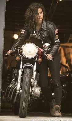 Trendy Ideas For Motorcycle For Women Biker Girl Motors Estilo Cafe Racer, Cafe Racer Style, Cafe Racer Girl, Cafe Racer Bikes, Harley Davidson, Lady Biker, Biker Girl, Motocross, Motos Retro