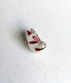 Kitsune Mask lapel pin Kitsune Mask, 3 Shop, Lapel Pins, Sculpting, Polymer Clay, Silver Rings, Hand Painted, Unique Jewelry, Handmade Gifts