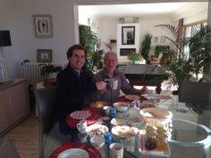 Jérôme lors du sublime petit-déjeuner proposé par Nadine et Jean-Yves Terbern, hôtes d'exception de la Maison d'Hôtes Bleu Azur...
