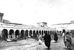 From Wikiwand: El zoco de Larache en 1911.