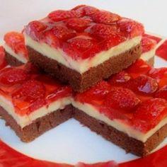 Jahodová torta s čokoládovým cestom a vanilkovým krémom! Sweet Desserts, Sweet Recipes, Dessert Recipes, Yummy Snacks, Yummy Food, Hungarian Recipes, Sweet Cakes, Food And Drink, Cooking Recipes