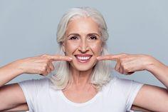 Megfiatalítja a bőrt, és késlelteti a ráncok megjelenését: házi éjszakai krém öregedő bőrre - Retikül.hu Teeth Implants, Dental Implants, Dental Surgery, Humor Dental, Pele Natural, Veneers Teeth, Stronger Teeth, Free Dental, Dental Bridge