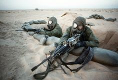GIs in full chemical warfare suits man a forward position during Operation Desert Storm, That is ready to deliver some pain. Us Marines, Military Photos, Military History, Us History, American History, Operation Desert Shield, My War, Iraq War, Military Service