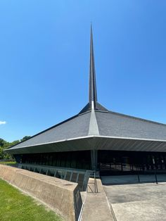 North Christian Church. 1964. Columbus, Indiana. Eero Saarinen Columbus Indiana, Eero Saarinen, Christian Church, Statue Of Liberty, Arch, Travel, Design, Statue Of Liberty Facts, Longbow