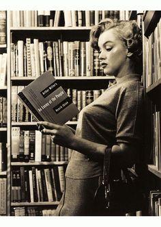 Marilyn reading