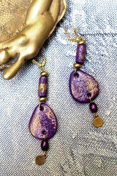 Boucles doreille bohème violet et or antique. par MesOdalisques