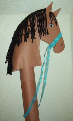 Brown Horse craft for kids, can be made with tube from gift wrap paper and brown construction paper. Can also be made into a unicorn. Used black yarn for the hair. Cowboy Crafts, Farm Crafts, Horse Crafts, Animal Crafts, Summer Camp Crafts, Camping Crafts, Cowboy Theme Party, Horse Birthday Parties, Derby Horse