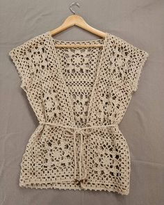 Fabulous Crochet a Little Black Crochet Dress Ideas. Georgeous Crochet a Little Black Crochet Dress Ideas. Pull Crochet, Gilet Crochet, Crochet Vest Pattern, Crochet Shirt, Crochet Jacket, Crochet Cardigan, Knit Crochet, Crochet Stitch, Crochet Bodycon Dresses