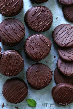 Over the weekend, I stocked my freezer with 60 homemade thin mint cookies (dipping five dozen chocolate cookies in peppermint-laced chocolate & dream job! I first shared thin mints here in … Mint Chocolate, Chocolate Cookies, Melting Chocolate, Chocolate Lovers, Thin Mint Cookies, Drop Cookies, Chocolates, Cookie Recipes, Dessert Recipes
