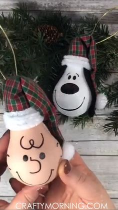 Snoopy & Charlie Brown Light Bulb-Schmuck - make the whole peanuts gang ornament! Cute christmas craft that can be made non. Informationen zu Snoopy & Charlie Brown Light Bulb Ornaments- make the whole Cheap Christmas Gifts, Christmas Ornament Crafts, Christmas Crafts For Kids, Diy Christmas Ornaments, Christmas Projects, Simple Christmas, Holiday Crafts, Charlie Brown Christmas Decorations, Christmas Gift Ideas