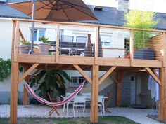 Terrasse bois suspendue sur pilotis et balcons bois à Angers - Artisan construction bois Maine et Loire