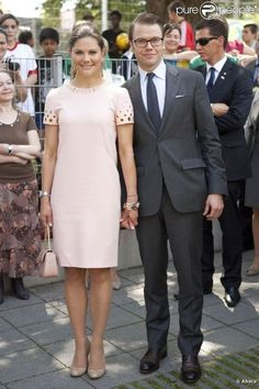 Royalty Fashions: Favourite outfits from Crown Princess Victoria-here with Prince Daniel Princess Victoria Of Sweden, Princess Estelle, Crown Princess Victoria, Queen Victoria, Victoria 1, Viernes Casual, Princesa Victoria, Royal Monarchy, Swedish Royalty