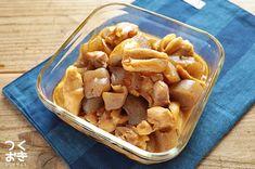 鶏肉とこんにゃくを炒り煮にした、噛みごたえ食べごたえのあるメインおかずのレシピ。なじみのある甘辛味で箸がすすみます。作り置きすることで、作りたてよりも味が染みておいしくなります。冷蔵保存5日