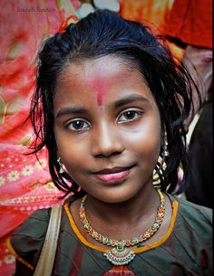 Girl in Market in India by Joe Routon on ♀Wolf♔,'', ^⊰❂❂⊱^ ,'', Kids Around The World, We Are The World, People Of The World, Beautiful Soul, Beautiful People, Smile World, India For Kids, Indian Bridal Photos, Portraits