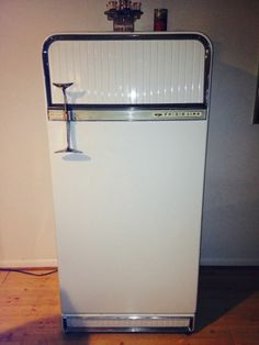 Vintage Antique 1956 Deluxe Frigidaire Refrigerator by General Motors $100 free local pickup Maryland