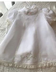 Embroidery Baby Clothes Christening Gowns 49 Ideas For 2019 Embroidery Fashion, Embroidery Dress, Winter Wedding Outfits, Bitty Baby Clothes, Little Girl Dresses, Vintage Baby Dresses, Baby Sewing Projects, Frocks For Girls, Christening Gowns