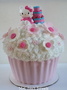 Hello Kitty Giant Cupcake Cake ok so I'm stuck on these giant cup cakes cakes, lol