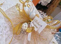 Bomboniera nozze d'oro Grappolo confetti oro e cioccogolosone e portachiavi coccinella con strass
