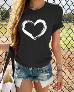 Shopping Casual Printed Round Neck Short Sleeve T-Shirts online with high-quality and best prices T-shirts at Luvyle. Vintage Shorts, Casual T Shirts, Casual Tops, Casual Wear, Geometric Sleeve, Crew Neck Shirt, Tee Shirt, Plus Size Casual, Heart Print