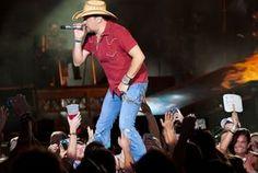 Jason Aldean shows how to put on a show at St. Louis stop : Entertainment