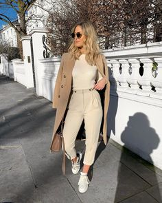 58 Ideas for womens fashion casual chic inspiration sneakers Winter Fashion Outfits, Look Fashion, Spring Outfits, Autumn Fashion, Womens Fashion, Fashion Trends, Fashion 2017, Fashion Coat, Feminine Fashion