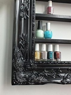 Frame Shelf Take a big beautiful frame and add small shelves to create a functional work of art. Perfect for make-up, nailpolish, or small figurines.