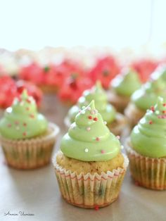 Gingerbread Cupcakes, Christmas Cupcakes, Christmas Inspiration, Mini Cupcakes, Desserts, Food, Christmas Biscuits, Tailgate Desserts, Deserts