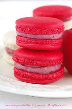 Gorgeously bright pink Raspberry Macarons. #fruit #pink #raspberries #macarons #cookies #French #food #cooking #dessert