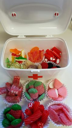 LOS DETALLES DE BEA: Felicidades a la mejor amiga y enfermera del mundo!!! Diy Birthday, Birthday Gifts, Candy Store, Bff, Ideas Para, Origami, Wedding Gifts, Raspberry, Food And Drink