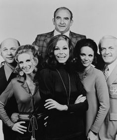 Mary Tyler Moore December 1936 - January 2017 Miss Moore with Gavin MacLeod, Cloris Leachman, Edward Asner, Valerie Harper and Ted Knight in a publicity still for The Mary Tyler Moore Show (CBS Whatsapp Spy, Gavin Macleod, Ted Knight, Cloris Leachman, Mary Tyler Moore Show, This Is Your Life, Old Shows, First Tv, Vintage Tv