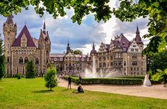 Zamek w Mosznej. Zdjęcie wykonane przez Madinek