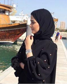PINNED BY @MUSKAJAHAN Hijab Fashion Summer, Modest Fashion Hijab, Niqab Fashion, Modern Hijab Fashion, Muslim Fashion, Stylish Girls Photos, Stylish Girl Pic, Abaya Dubai, Muslim Girls