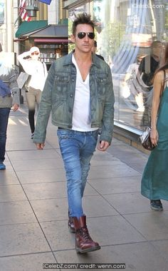 Jonathan Rhys Meyers Goes shopping with a female companion at The Grove in Hollywood http://icelebz.com/events/jonathan_rhys_meyers_goes_shopping_with_a_female_companion_at_the_grove_in_hollywood/photo1.html