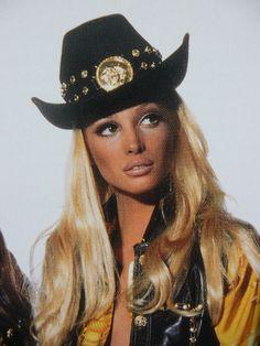Christy Turlington for Gianni Versace 1992 Janis Joplin, Jane Birkin, Diana Ross, 90s Fashion, Vintage Fashion, Vintage Clothing, High Fashion, Woodstock, Nana Mouskouri