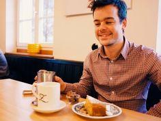 """Hör auf Dein Herz 💖 Ausser die Bäckerin im Z Café sagt: """"Ich empfehle Kuchen"""" 🍰👌 Dann hör auf die Bäckerin 💜  Grüße aus der Zauberflöte Offenburg"""