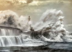 13 Breathtaking Moments When Lighthouses Said NOPE To The Ocean's Fury - Swifty.com
