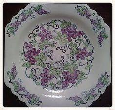 sonat'ın hazineleri Fruit Painting, China Painting, Painting Tips, Art Deco Pictures, Ceramic Tile Art, Glazes For Pottery, Creative Words, Islamic Art, Grape Vines