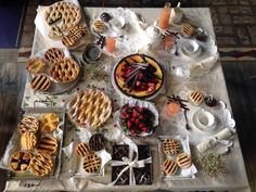 PASTA FROLA. De Frambuesa; de Ricota; de Coco; de Chocolate; de Pastelera y Manzana; de Membrillo; de Batata; de Mandarina; de Dulce de Leche. Frutillas, Jugo de Pomelo, Té de Menta