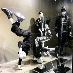 WEBSTA @ visualmerchandisingdaily - Breaking at @saks #storewindows #openingceremony #breakdancing #vm #visualmerchandiser #visualmerchandising #merchandising #vmlife #vmdaily Via @ellen.chung