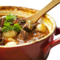 Nothing says comfort food like our quick and easy Paleo Crockpot Beef Stew recipe. It's rich, hearty and perfect for cold winter nights and easy to prepare. Easy Stew Recipes, Ww Recipes, Slow Cooker Recipes, Skinny Recipes, Light Recipes, Dinner Recipes, Braised Steak, Biggest Loser Recipes, Healthy Mummy
